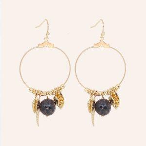 petites boucles d'oreilles dorées pendantes perle noire, en laiton doré à l'or fin 18 carats, bijoux et accessoires de mode pour femmes à Lyon